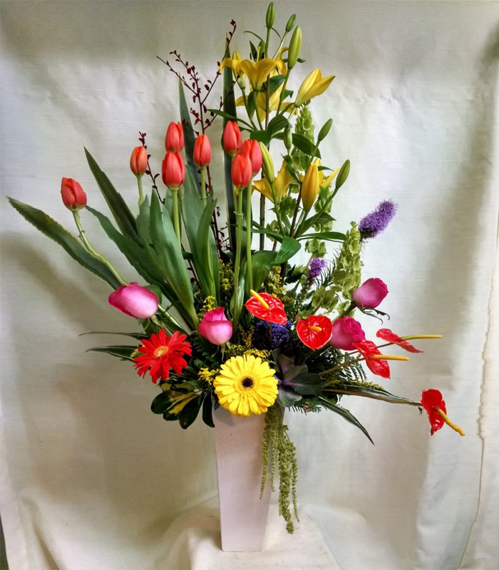 Arreglo Floral De Tulipanes Anthurium Liatris Y Gerberas