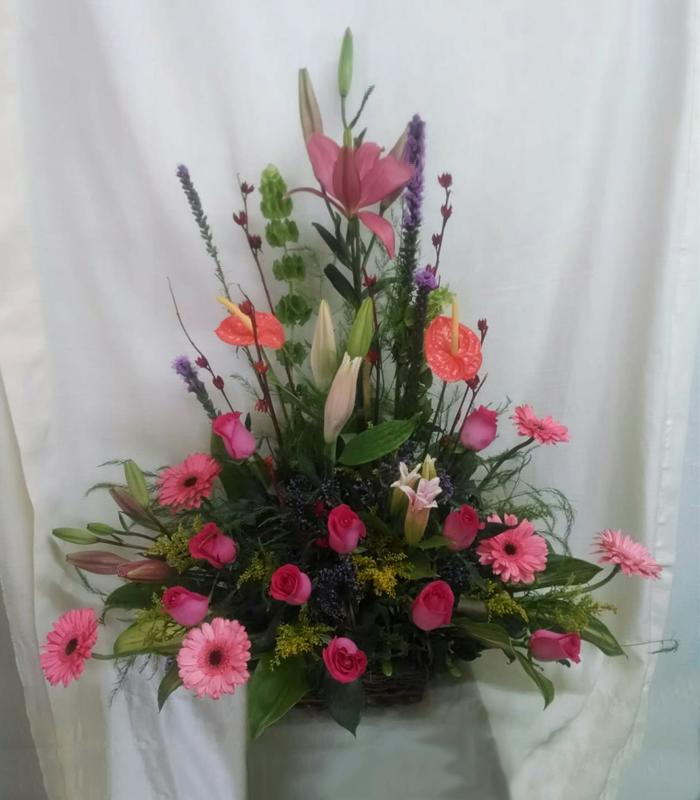 Arreglo Floral De Gerberas Rosas Y Lilis