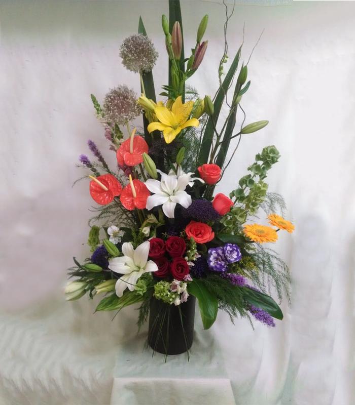 Arreglo Floral De Lilies Girasoles Y Anthuriums