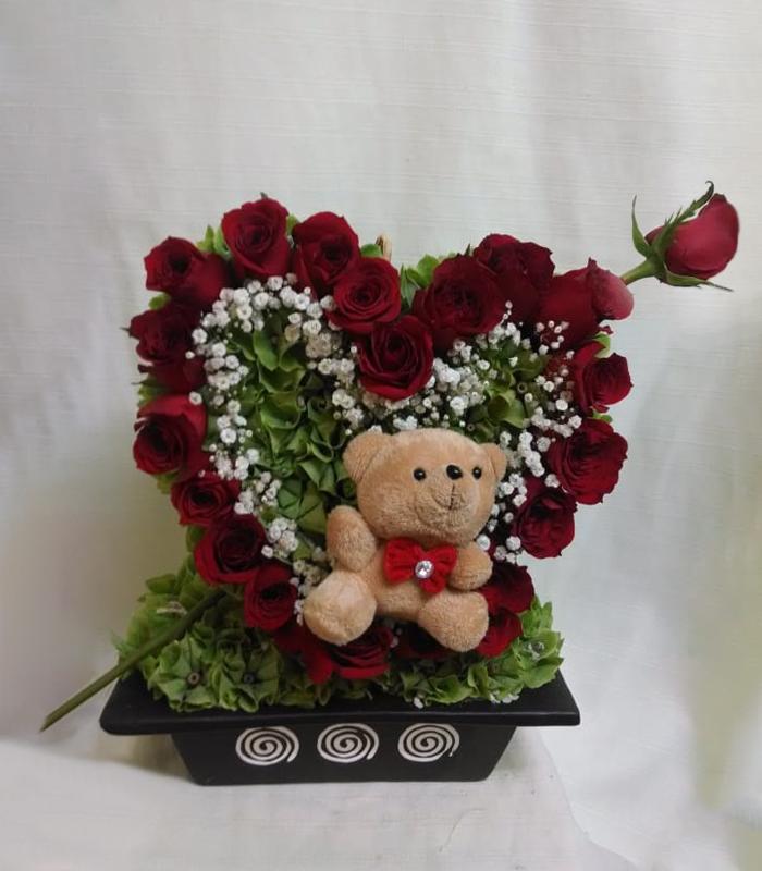 Arreglo Floral Corazón De Rosas Rojas Con Oso De Peluche
